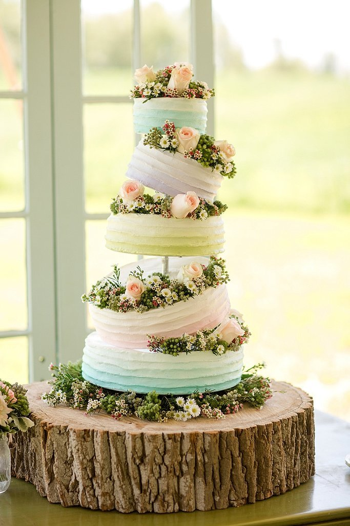 Sleeping Beauty Wedding Cakes That Channel Your Inner