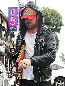 Did Ryan Gosling Get A Tattoo of His Daughter's Name? (PHOTO)