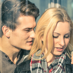 signs youre dating a con man