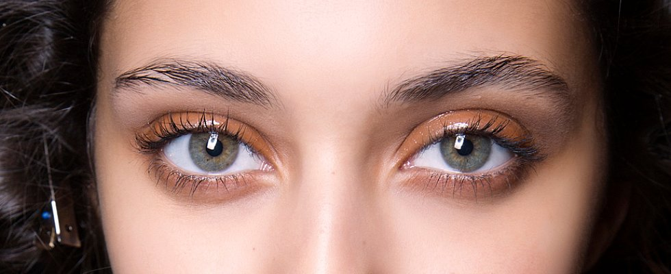 The Lazy-Girl Way to Apply Eyeshadow — With Your Fingers