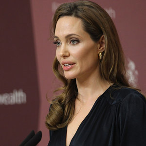 Angelina Jolie Has Surgery to Remove Ovaries Fallopian Tubes