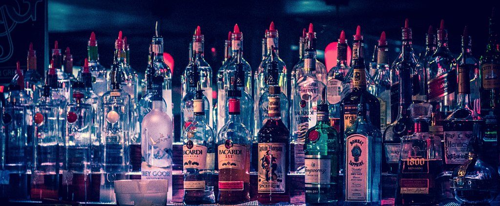 16 Things Every Good Dive Bar Should Have
