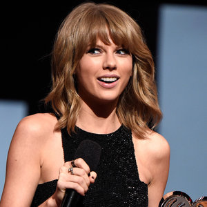 Taylor Swift Makes Fun of Media on Twitter and Instagram