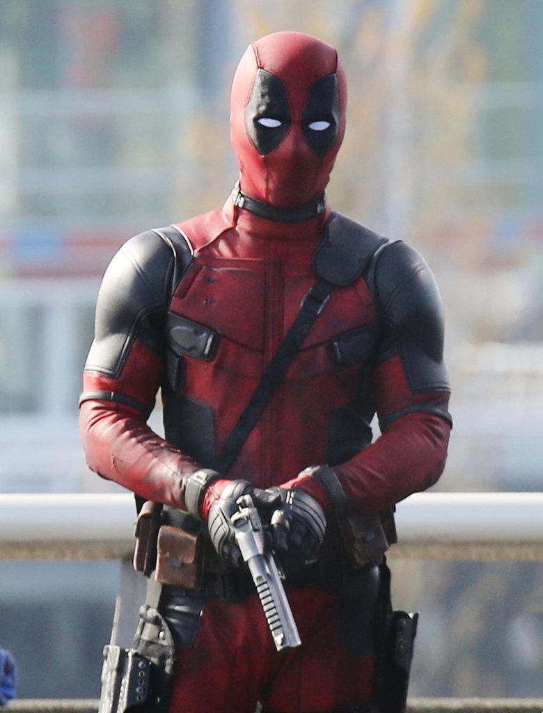 Deadpool test footage CGI Handling-giant-gun