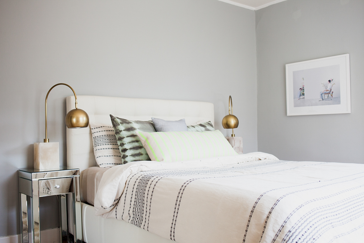 A Quiet And Relaxed Bedroom Was Achieved By Painting The