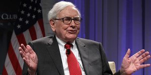Here's what Warren Buffett told a 7th grader who asked for his advice