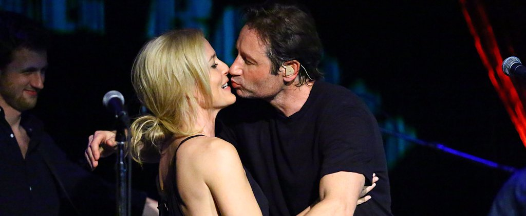 Gillian Anderson and David Duchovny Share an Onstage Smooch