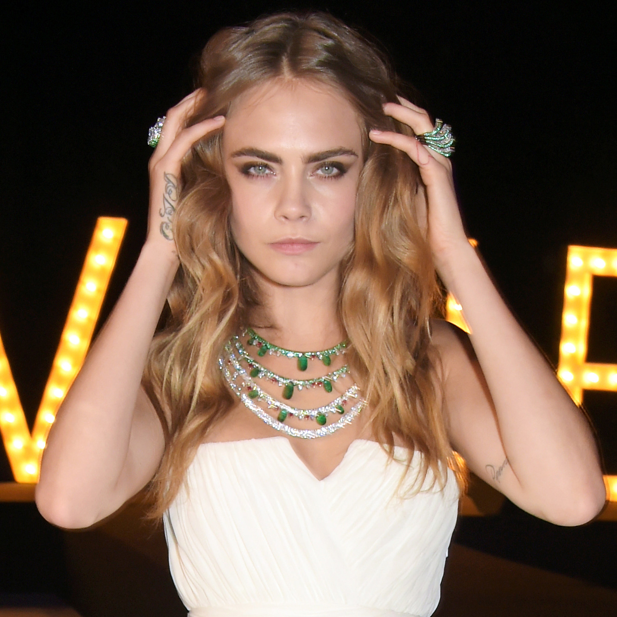 This modeling thing, it's pretty easy, but actuall by Cara ...