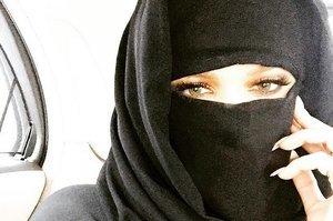 Khloe Kardashian Shares Niqab Instagram Pic