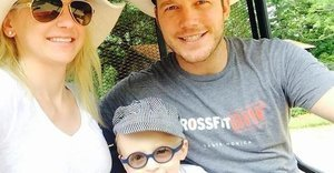 Watch Chris Pratt Adorably Teach His Son The Pledge Of Allegiance