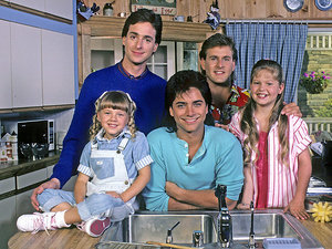 Bob Saget Is Joining Fuller House, Tweets, 'Love You Jesse!'