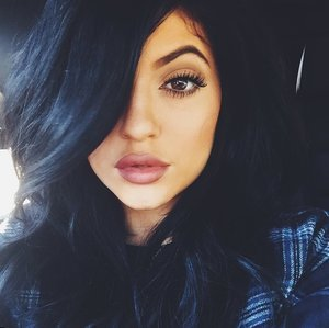 Girls Flaunt Their Natural Lips with the #NoKylieJennerChallenge