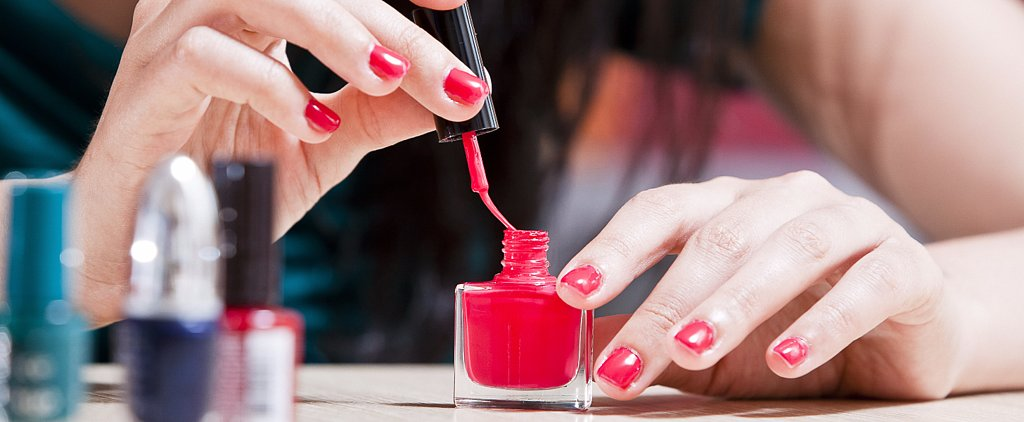 The Easy Way to Paint the Nails on Your Nondominant Hand