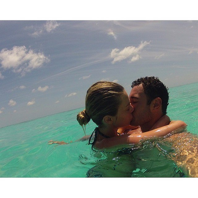 Jen posted this super cute throwback holiday snap in August 2014. Source: Instagram user jenhawkins_