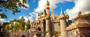 25 Photos All Disneyland Fans Must Take on Their Next Trip