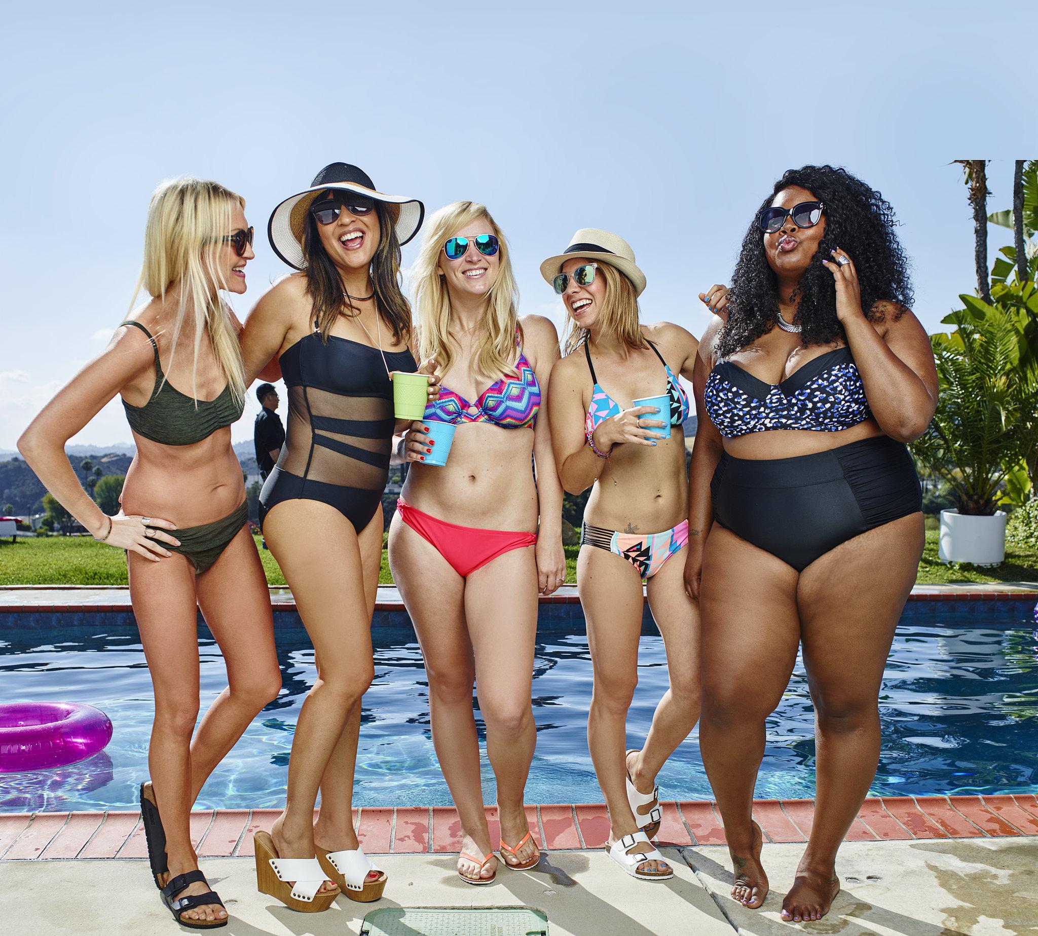 Связанные женщины в купальниках 21 фотография