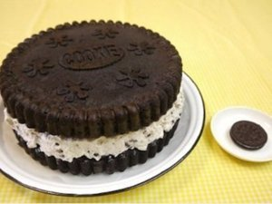 This Giant Oreo Cookie Cake Is About To Make Your Day