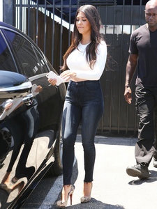 Kourtney Kardashian Steps Out Amid Scott Disick Drama — and She Looks Good!