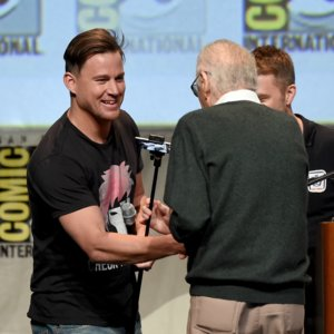 GIFs of Channing Tatum Helping Stan Lee at Comic Con