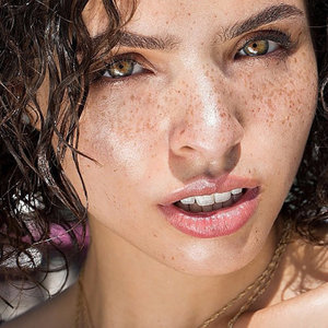 6 Juicy Glosses That Won't Dry Out Your Lips