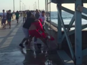 Lifeguard Attacked By Trio, Fights Back Fiercely