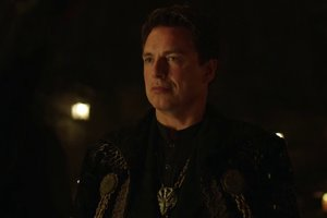 'Arrow' Season 4 Interview:  John Barrowman on Malcolm's New Take on the League of Assassins