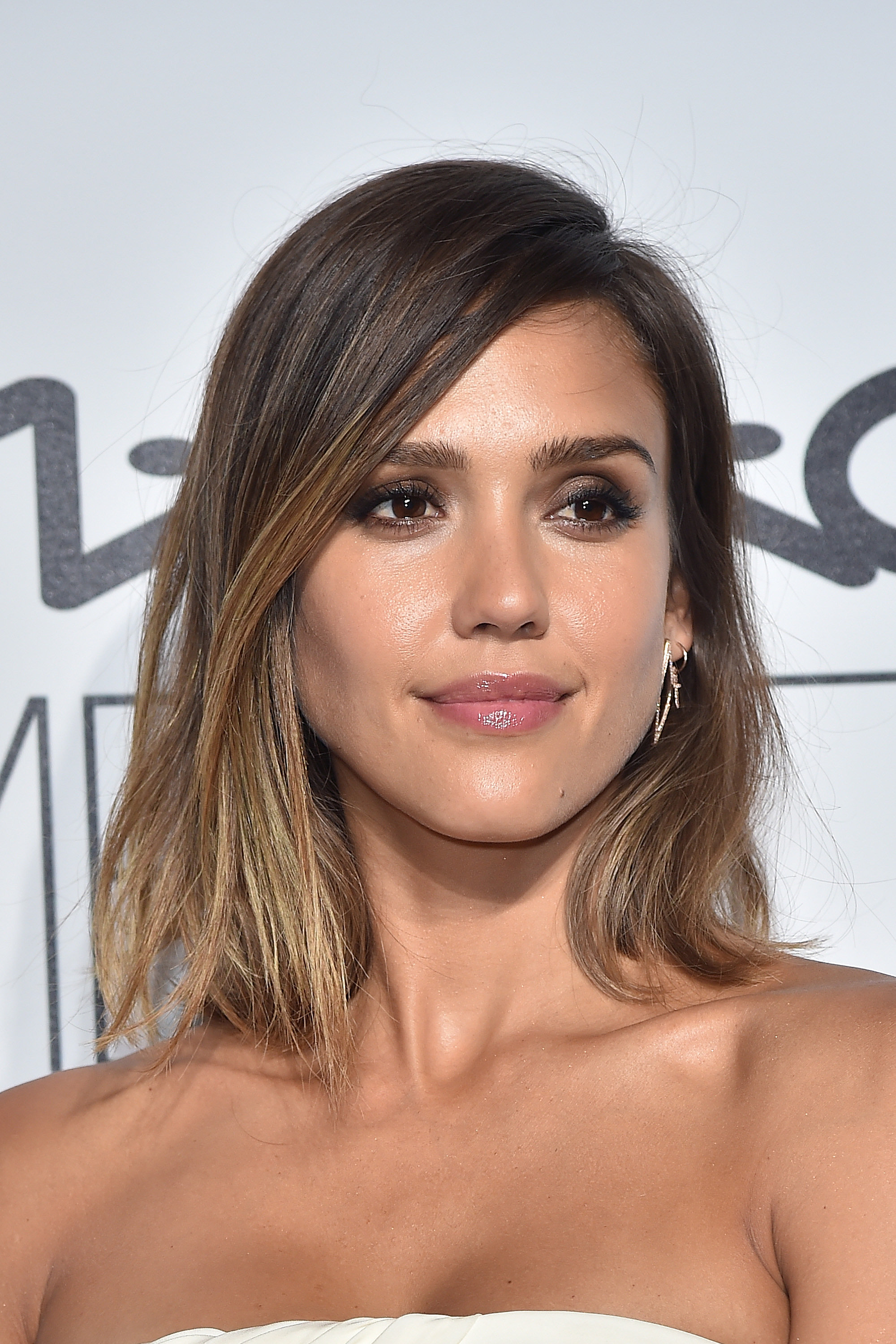 The Grown-Out Lob | Revamp Your Look For Fall With These ...Jessica Alba Lob