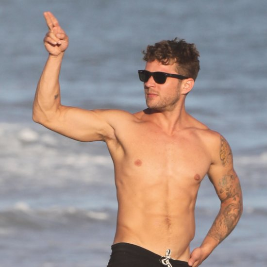 ryan phillippe shirtless ryan phillippe looks sexier than ever during ...