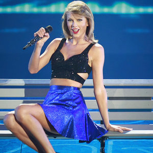 "Taylor Swift Defines Her Dance Move as ""Mom-Croon"""