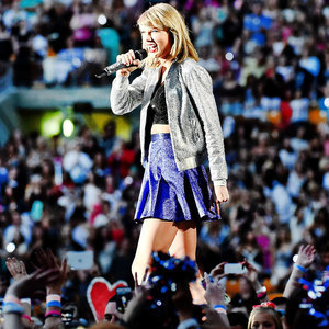 Taylor Swift Posts a Throwback Picture of Her Early Gigs