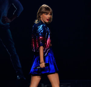 Taylor Swift Brings Selena, Justin Timberlake, Lisa Kudrow on Stage for Final Staples Center Gig