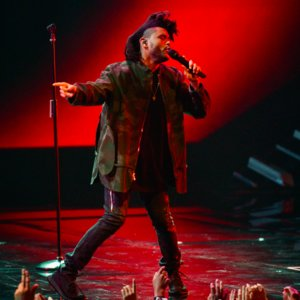 "The Weeknd ""Can't Feel My Face"" VMAs Performance"