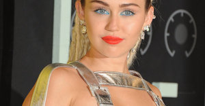 Miley Cyrus's NSFW VMAs Outfits Almost Make Us Forget That 2013 Debacle