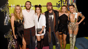 Watch the Cyrus Family's Stunned Reaction to Nicki Minaj Calling Out Miley at the VMAs