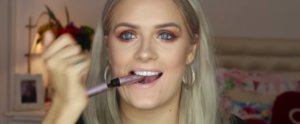 Just Try Not to Cry Watching This Paralyzed Woman Apply Eyeliner