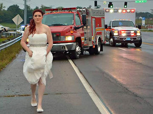 Paramedic Bride Who Rushed to Scene of Family Car Crash in Wedding Dress: 'I Didn't Think Twice'