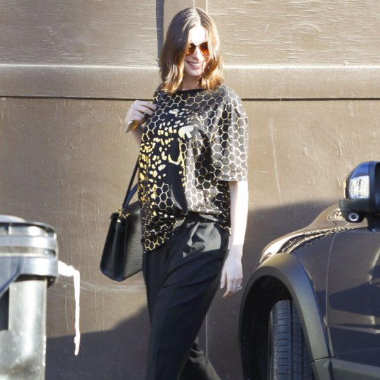 Anne Hathaway Out in LA December 2015 | Pictures