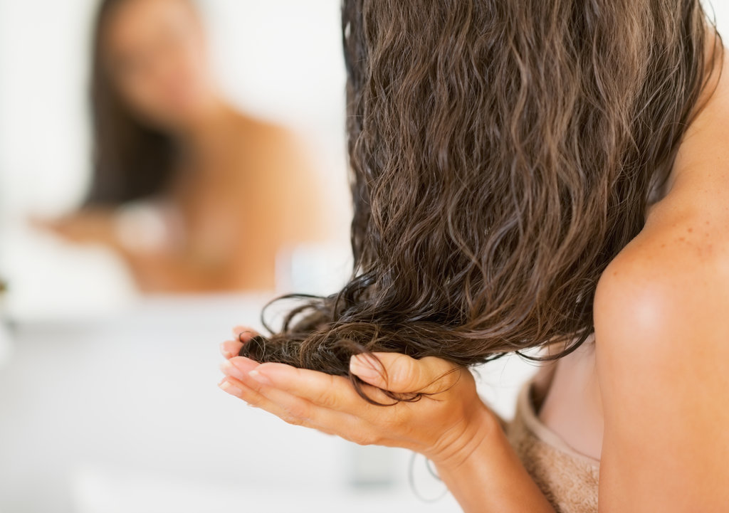 5 Ways Honey Can Completely Transform Your Hair