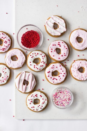 How to Make Donut-Shaped Gingerbread Cookies