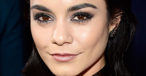 Vanessa Hudgens Looked Like a Grunge-Glam Goddess at the People's Choice Awards