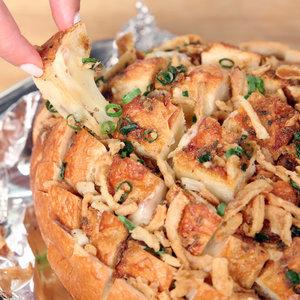 Bloomin' Onion Pull-Apart Bread Recipe