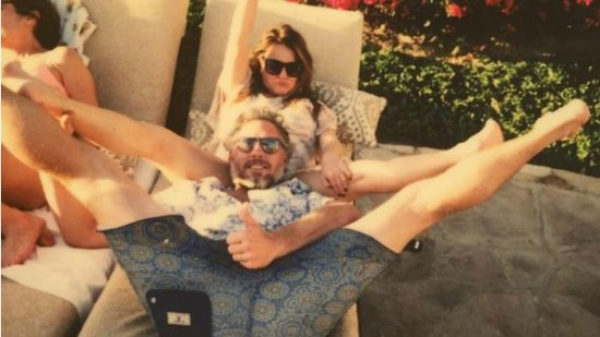 Jessica Simpson's Husband Eric Johnson and Her Mom Get Uncomfortably Close in New Photo