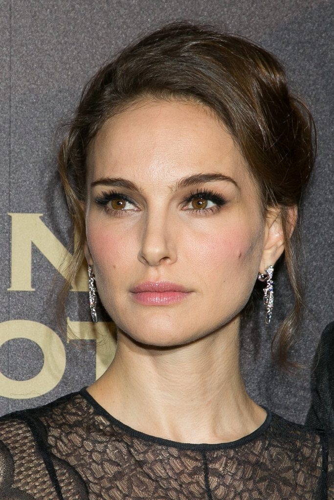 Natalie Portman Makes Black Lace the Most Modest — and Chic — Red ...