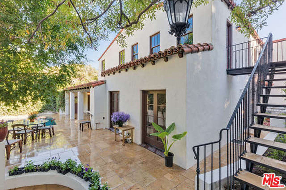 Home garden come inside charlie hunnam 39 s romantic new for New house in los angeles