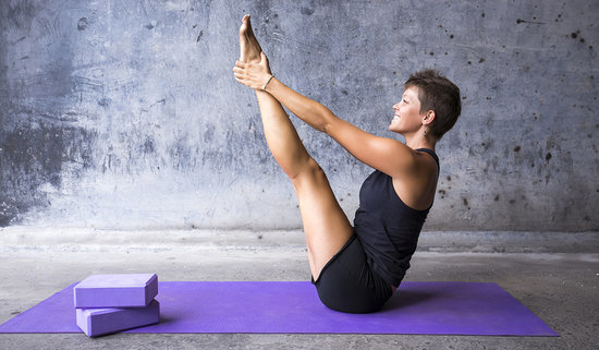 The Vinyasa Yoga Flow That Sculpts Your Abs