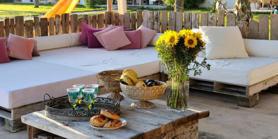 10 Lounge-Worthy Outdoor Spaces