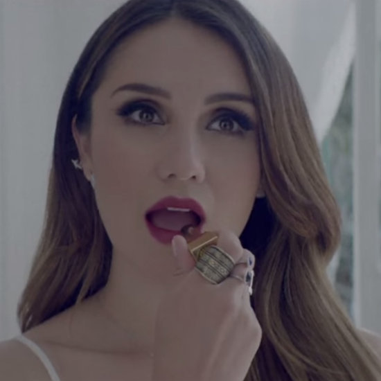 "Dulce Maria's ""No Se Llorar"" Music Video"