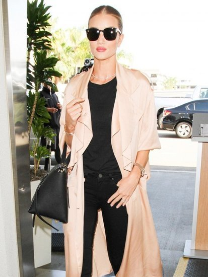 How to Look Chic at the Airport, According to Rosie Huntington-Whiteley