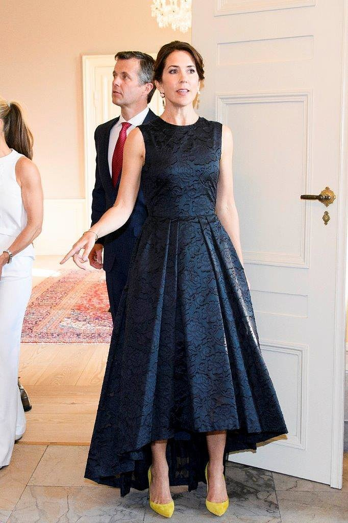 Princess-Mary-Hosted-Dinner-During-Copenhagen-Fashion-Summit-While-Wearing-Black-Dress.jpg
