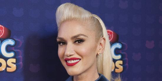 Gwen Stefani Looks Gorgeous Underneath It All In Makeup-Free Selfie